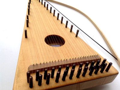 close up bowed psaltery