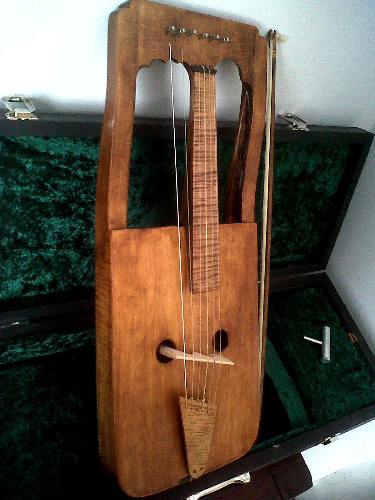 boxed crwth